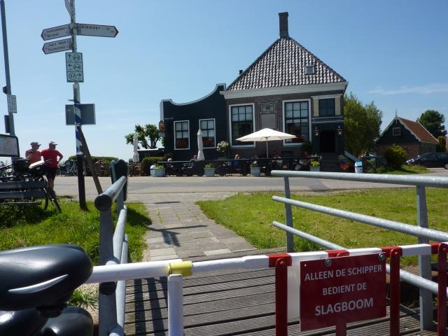 Café 't Heerenhuis vanaf voetveer Jan Hop, Spijkerboor