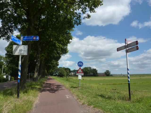 Fietspad en fietsborden bij Eemnes