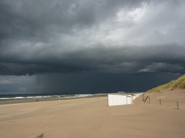 Regenbui bij paal 12, Texel