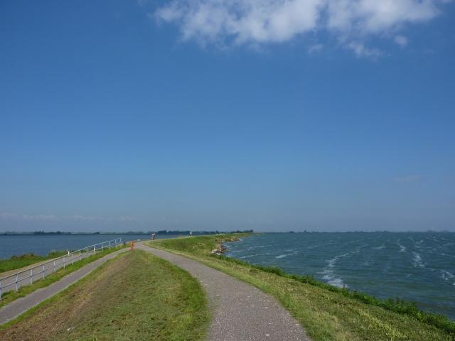 Uitdammerdijk langs het IJmeer, richting Uitdam